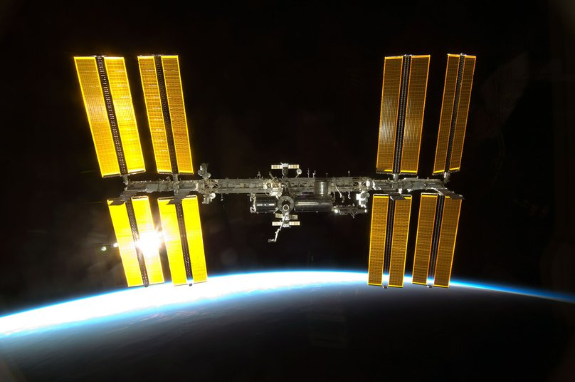 iss-600459_1920