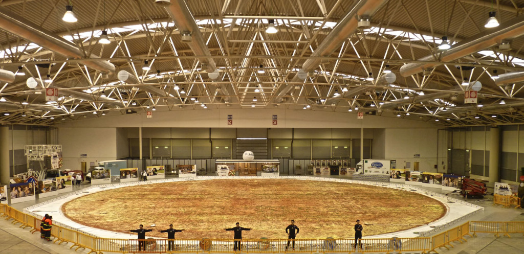 113161-2_largest_pizza_Rome