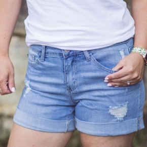 Judy Blue Boyfriend Jean Shorts (Light Wash)