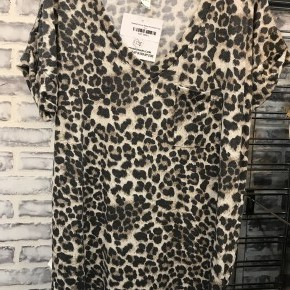 Cheetah Bonar Babe Boyfriend Tee