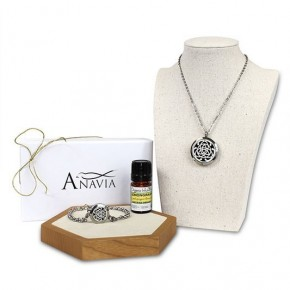 Anavia Celtic Knot Diffuser Necklace Gift Box Set with Essential Oils