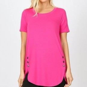 SHORT SLEEVE BUTTON DOLPHIN HEM TOP WITH SIDE BUTTON DETAIL