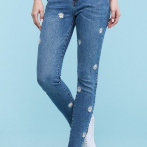 Judy Blue Daisy Embroidered Skinny Jeans
