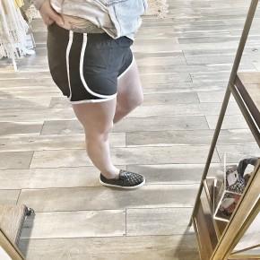 basic sporty shortie