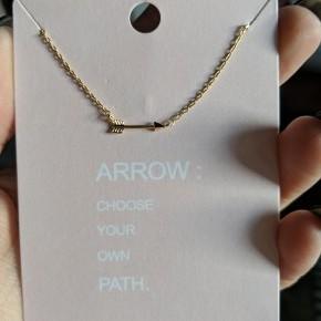 shinny arrow necklace