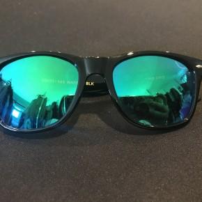 Wayfarer Green Sunnies