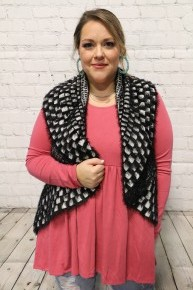 Hold Me Tight Fuzzy Mix Print Vest In Black - One Size
