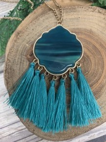 I Wanna Go Tassel Necklace With Pendant In Emerald