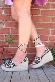 The Samantha Scalloped Wedges in Leopard