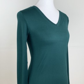 Fitted Layering Long Sleeve V-Neck Tee in Hunter Green