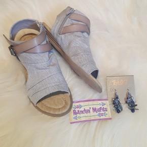 Avril Light Gray Sandals
