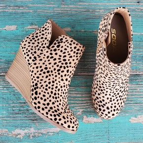Small print Oatmeal Cheetah Booties