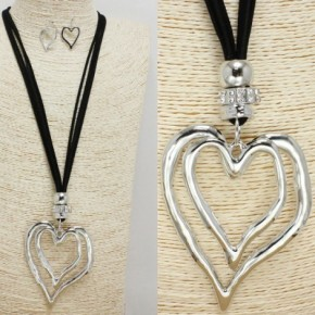 """This Heart of Mine"" Long Necklace and Earrings"