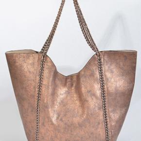 Formal Yet Trendy Chain Shoulder Bag