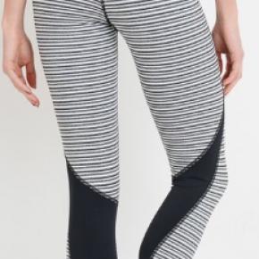 Black/white athletic leggings