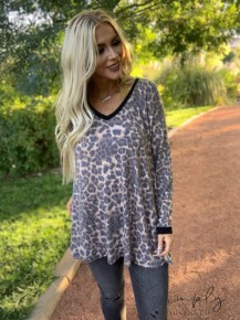 Honeyme- Long sleeve leopard print top with solid cuffs and pockets