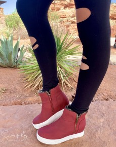 Girl Madeline - High top shoes with side  zippers and fur inside