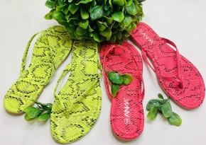 Regular flip flop with snake print design