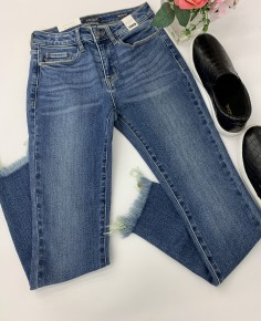 Judy Blue- Non distressed shake bite missing hem skinny jeans