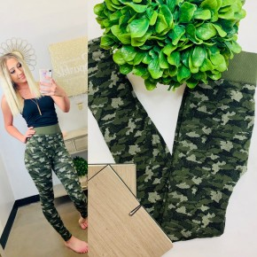 Micromodal seamless leggings styled in camo print