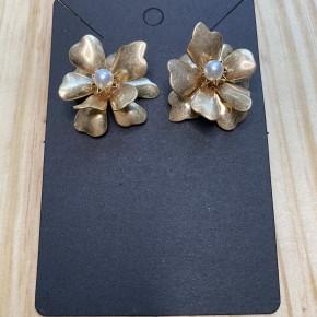 Gold Pearl Flower Earrings