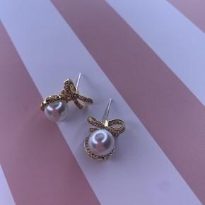 Pearl Bows
