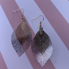 Two Tone Delicate Leaf