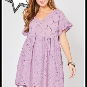 Sydney Eyelet Dress