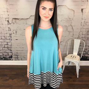 STRIPED & SOLID CONTRAST SLEEVELESS ROUND NECK TOP
