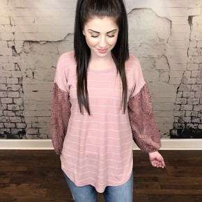 STRIPED KNIT TOP W/ LACE PUFF SLEEVES