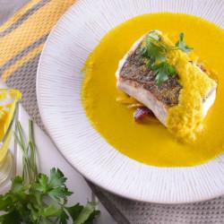 Pescado con salsa de ají amarillo y arroz