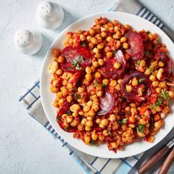 कोरिजो और sauteed सब्जियों के साथ छोला