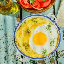 Huevo frito con puré de papas