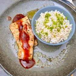 Swiet en soer salmon mei rys scallion