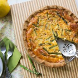 शतावरी quiche, बेकन और पनीर