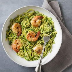 Noodles mei avocado en shrimp