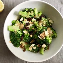 Broccoli met amandelen en granada
