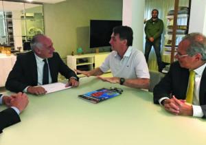 Bolsonaro recebe embaixador da Itália