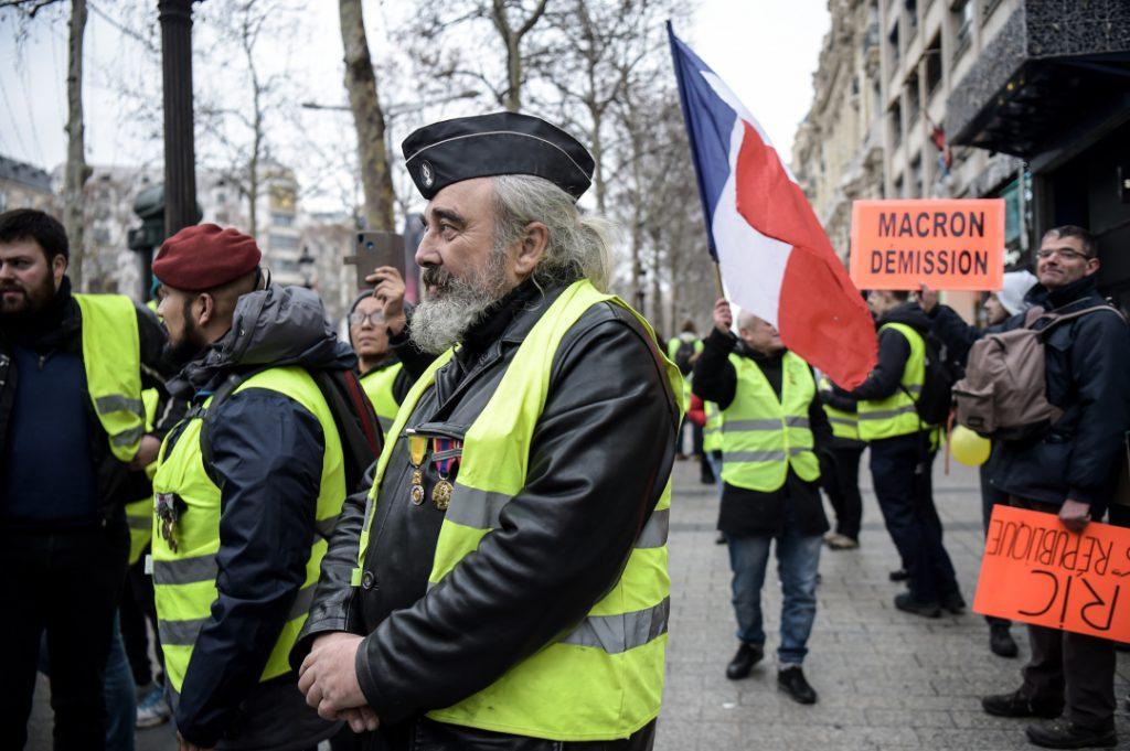 Líder antissistema italiano encontra 'coletes amarelos' na França