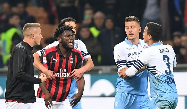 Liga italiana multa 6 por briga entre jogadores de Milan e Lazio