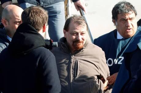 Justiça italiana confirma prisão perpétua para Cesare Battisti