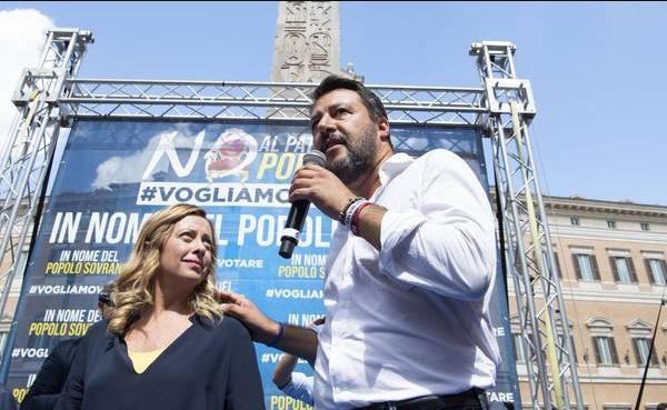 Salvini participa de protesto contra novo governo da Itália
