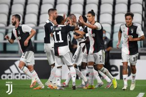 Juventus goleia Lecce e se distancia na liderança da Serie A