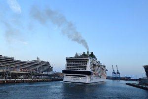 Grandes cruzeiros turísticos voltam ao mar no Mediterrâneo