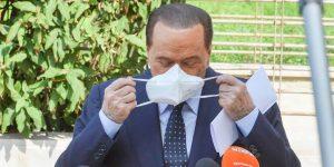 Berlusconi volta a testar positivo para Covid-19