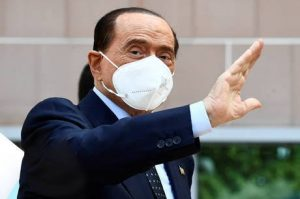 Com coronavírus, Berlusconi obtém novo adiamento de processo