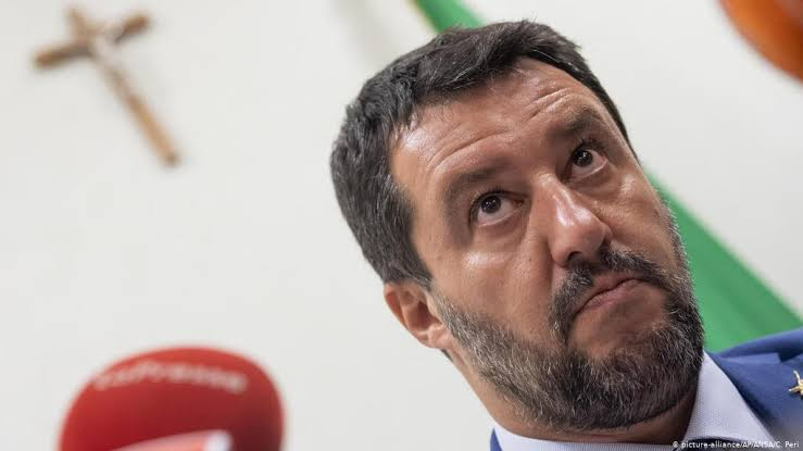 Governo italiano flexibiliza leis anti-imigrantes de Salvini