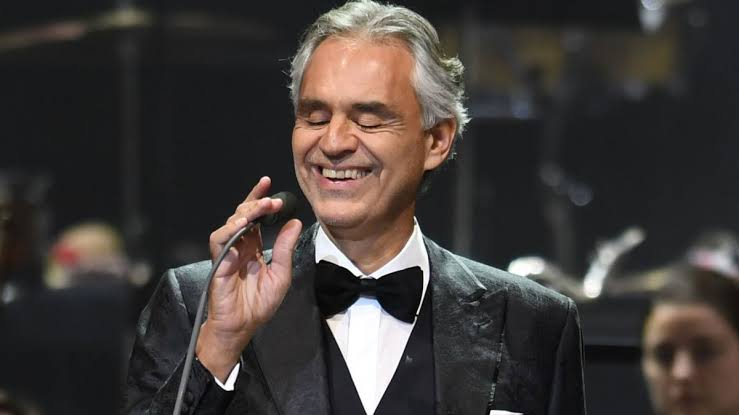 Tenor italiano Andrea Bocelli acenderá árvore de Natal da cidade de Florença