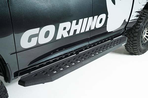 4148B 4000 Series SideSteps Go Rhino!