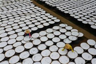 Lê Phương Hiền - Drying Rice Flour Archival Pigment Print, Photography